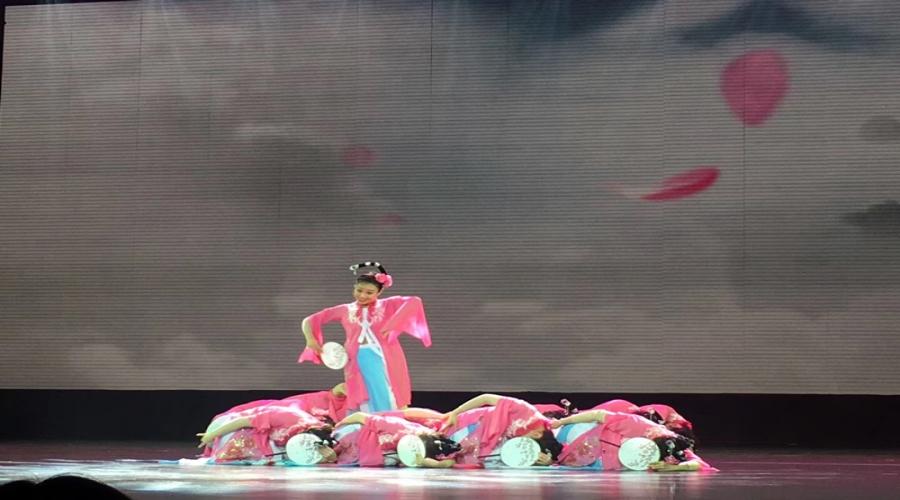 花开龙泉 梦圆巾帼 2019年龙泉市首届女性文化周 颁奖典礼在大剧院隆重举行